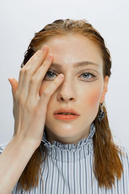 В стиле «Ривердейла»: как повторить макияж Шерил Блоссом