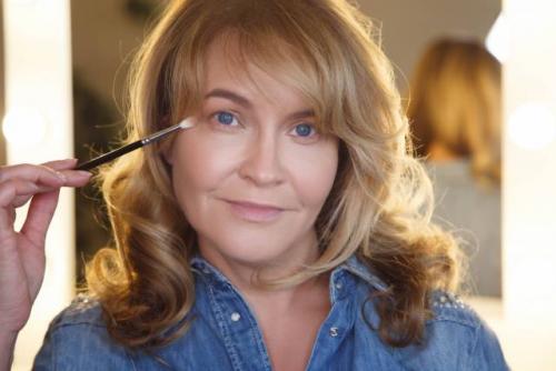 Возрастной вечерний макияж пошагово. Как сделать возрастной макияж?