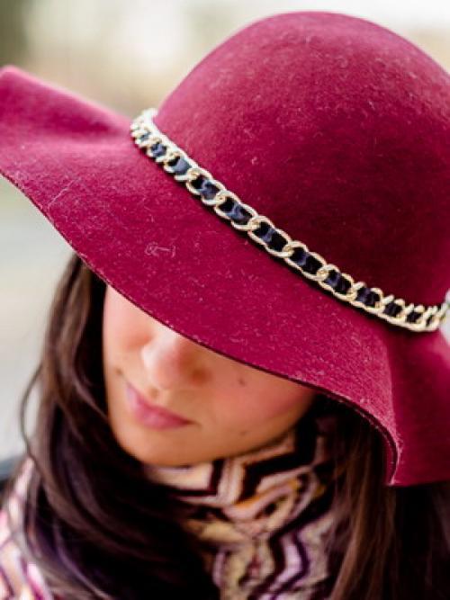 Как своими руками украсить шляпу. Как украсить шляпу: простые и эффектные способы 02