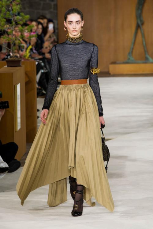Атласная юбка с чем носить. С чем носить юбку из атласной ткани?