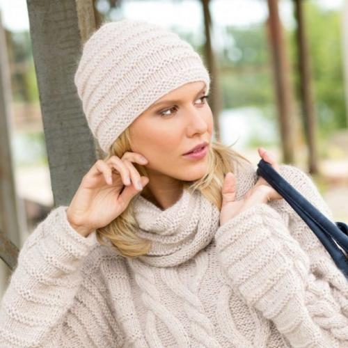 Какую связать шапку для круглого лица. Какие головные уборы не стоит носить женщинам с круглым лицом