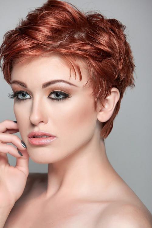 Стрижка на вьющиеся тонкие волосы средней длины. Стрижки для тонковолосых с учётом формы лица Стрижки для тонких волос впечатляют разнообразием. Какую причёску выбрать? Ориентируйтесь на свой вкус, но учитывайте особенности лица: