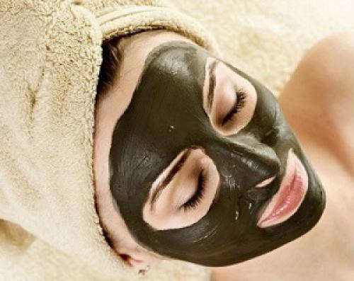 Черная маска в домашних условиях от прыщей. Рецепты домашних масок от прыщей и черных точек