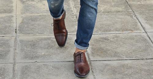 Подвороты на джинсах у парней. Как подворачивать джинсы узко парням и другие нюансы стильного элемента