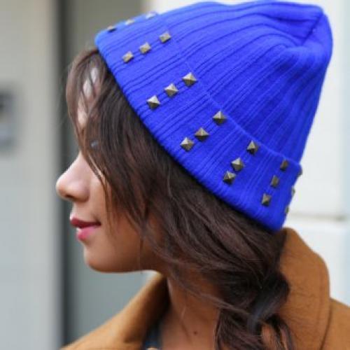 С чем носить синюю шапку. Виды зимних шапок