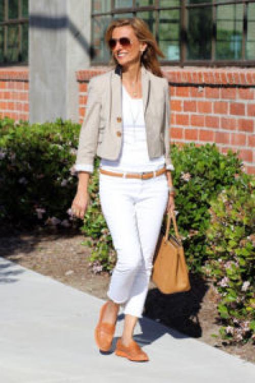Мода для сорокалетних женщин. Какая летняя одежда молодит женщину после 40