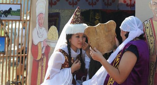 Женский национальный казахский костюм. Казахский национальный костюм