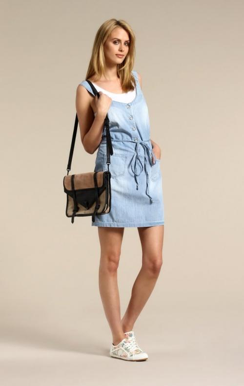 Прическа под платье с кедами. Трендовые цветовые сочетания
