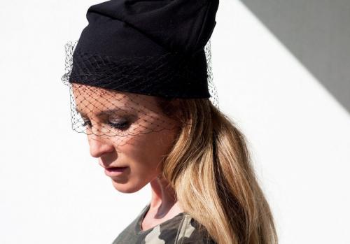Украшение для женской шапки. Как можно украсить шапку своими руками
