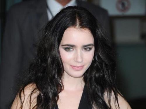 Черные волосы бледная кожа карие глаза