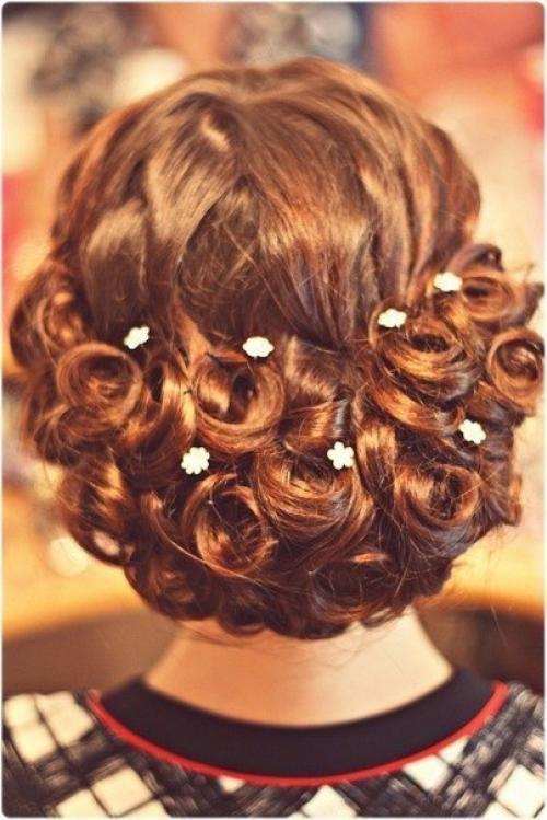 Прически на торжество на средние волосы с плетением