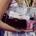 10 вещей которые должны лежать в сумке у каждой девушки.