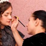 Жених и невеста должны выглядеть в день собственного бракосочетания невероятно красиво.