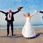 Свидетели.   На протяжении всего свадебного мероприятия свидетельница должна следить за внешним видом невесты.