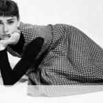 Одри Хепберн давно уже считается синонимом элегантности, вдохновленной женственности и чистого очарования.