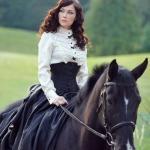 Дорогие девушки, ищу модель для съемки с лошадью.