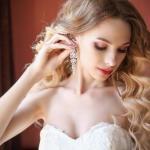 Многие невесты, которые со мной общались, знают, что я всегда советую проверенных визажистов и стилистов по прическам.