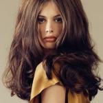 Как правильно наносить укладочные средства на волосы?