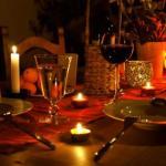 Как украсить стол для романтического ужина?